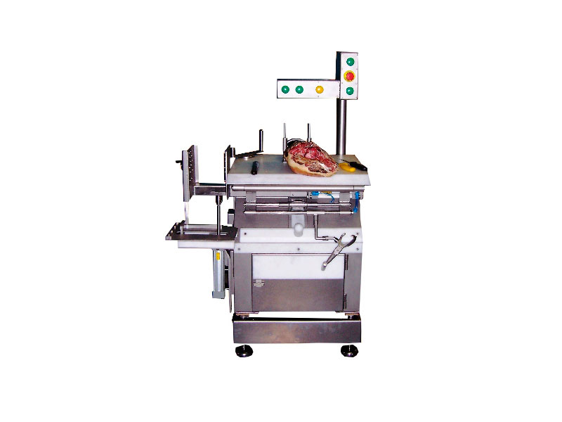 DEBONING MACHINE FOR REMOVING THE AITCH BONE AND THE SHOULDER BLADE